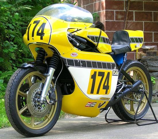 1975-Yamaha-TZ750-L-Front2-550x484